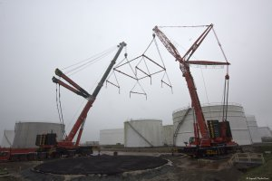 tandem lift by telescopic cranes