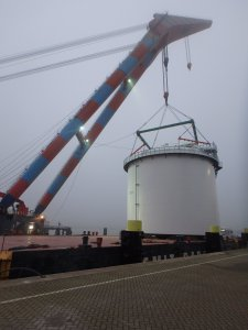 tank lifted by crane | HEBO-lift 9